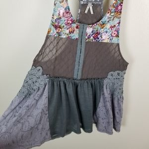 Gimmicks BKE Floral Lace Crochet Mix Material Top